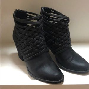 Shoes - Mossimo booties black size 8